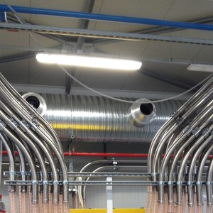Piping left and right manifold