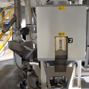 GRAVIFEED DOTECO - Insulated hopper for hot flakes